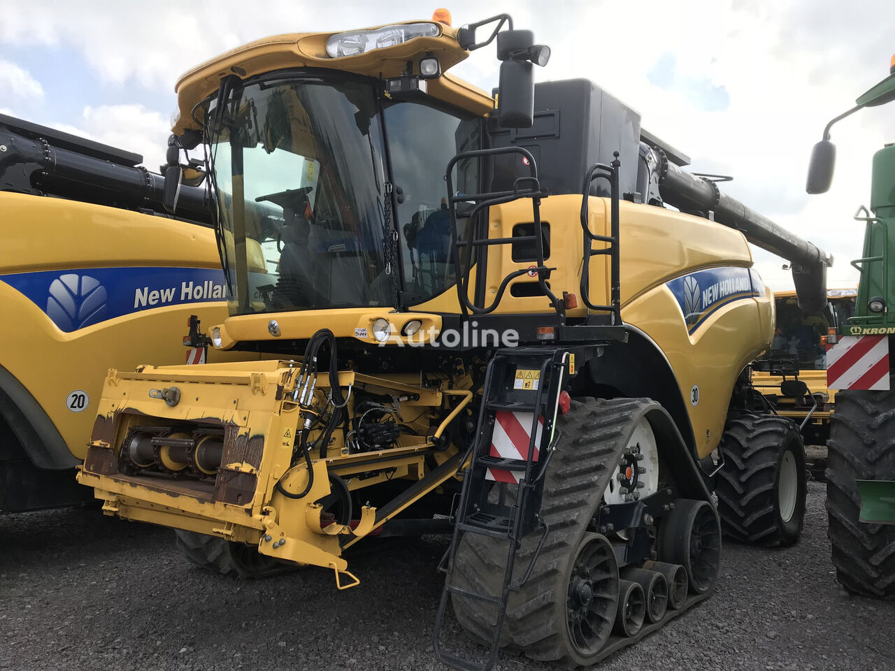 NEW HOLLAND CR 9080 ST , 12,3m Schneidwerk skurtresker