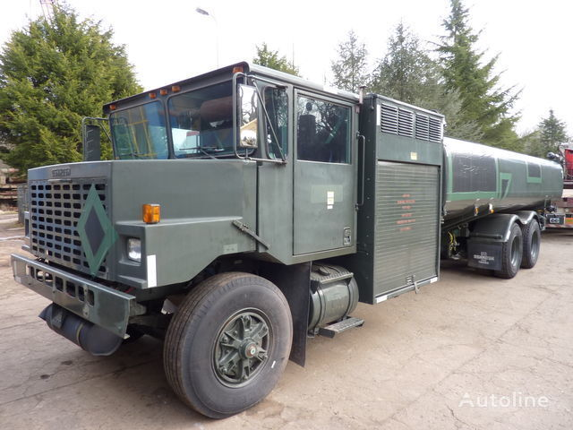 Oshkosh aircraft refueler drivstoff transport tankbil