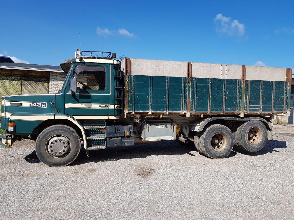 SCANIA 143 6x2 tipper  korn lastebil