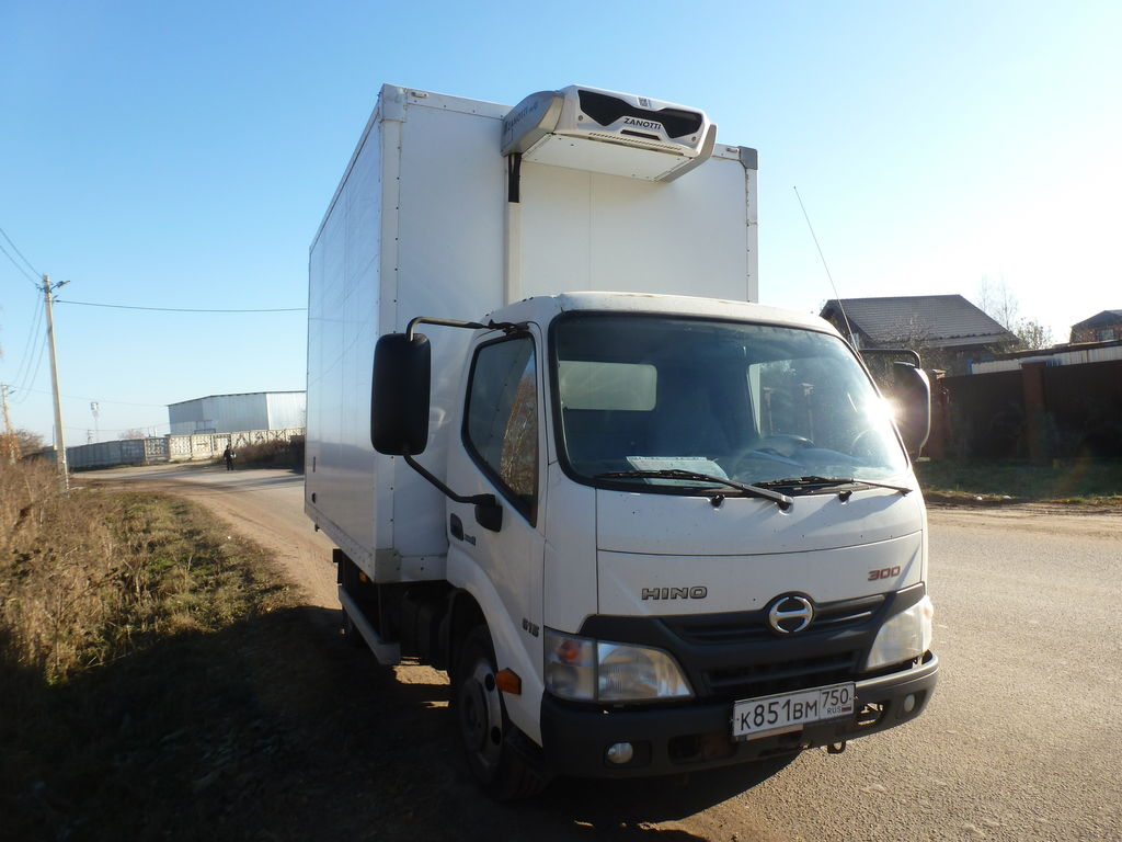 HINO Refrizherator 300 Gruzopodemnost 1 000 kg lastebil kjøl