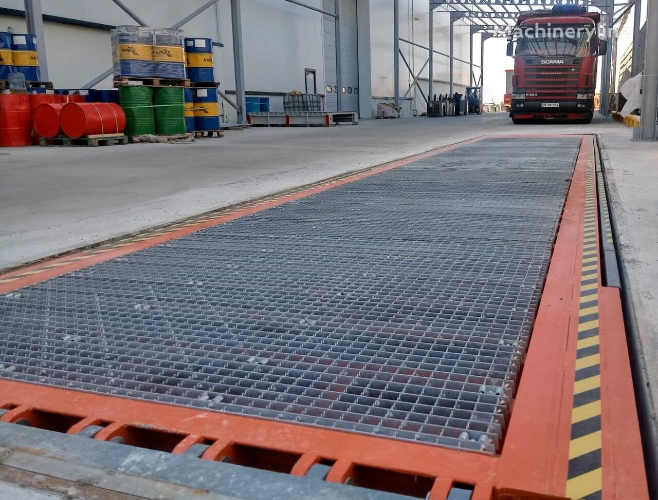 ny SAURUS 2020 LOADED FROM AND BUILT-IN FLOOR RAMP  lastebrygge