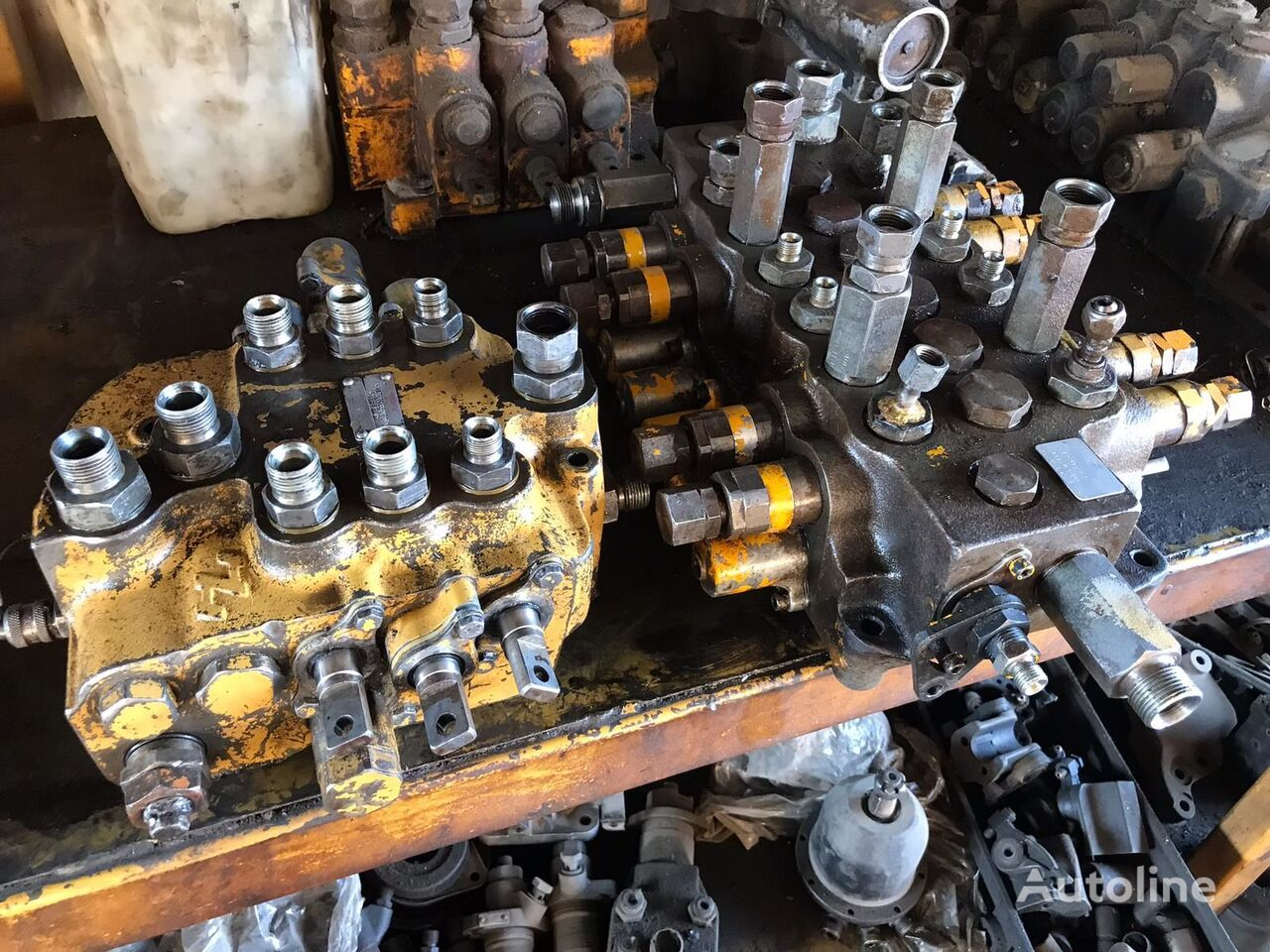 USED JCB 3CX 4CX BACKHOE LOADER CONTROL VALVE FRONT VALVE REAR V distributør for JCB 3CX / 4CX traktorgraver